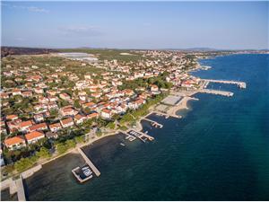 Appartementen Josip Turanj, Kwadratuur 50,00 m2, Lucht afstand tot de zee 70 m, Lucht afstand naar het centrum 150 m