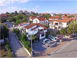 Apartmanok Ante Pakostane, Méret 60,00 m2, Központtól való távolság 500 m