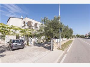 Апартаменты Jelena Srima (Vodice), квадратура 70,00 m2, Воздуха удалённость от моря 200 m, Воздух расстояние до центра города 200 m