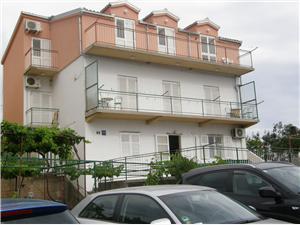 Apartmán Joško Primosten, Prostor 85,00 m2, Vzdušní vzdálenost od centra místa 280 m