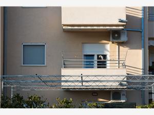 Апартамент Ivo Podstrana, квадратура 42,00 m2, Воздуха удалённость от моря 150 m, Воздух расстояние до центра города 200 m
