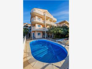Appartements Ilija Croatie, Superficie 50,00 m2, Hébergement avec piscine, Distance (vol d'oiseau) jusque la mer 50 m