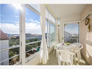 Appartement Ljiljana Tribunj, Kwadratuur 40,00 m2, Lucht afstand naar het centrum 460 m