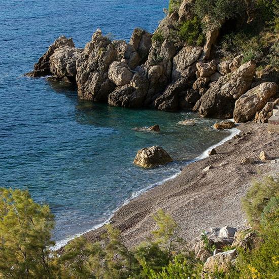 komiza-templuz-beach-uredena