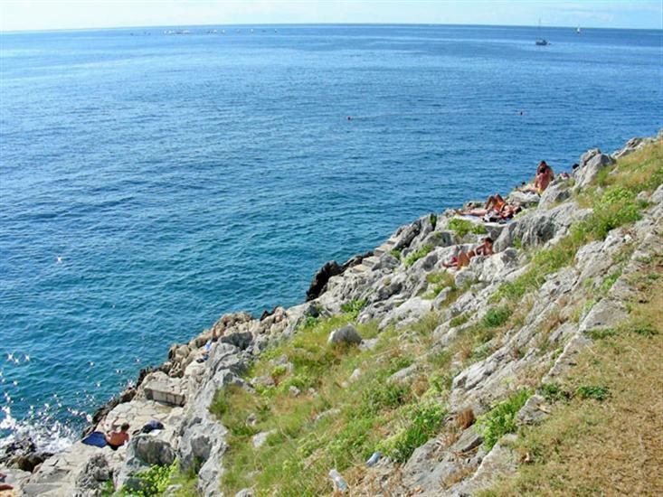 Crveni-otok-Rovinj-Istra-Croatia
