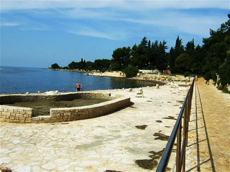Ladin-gaj-Karigador-Umag-Istria-Crveni-otok-beach-Rovinj-Istria-Croatia