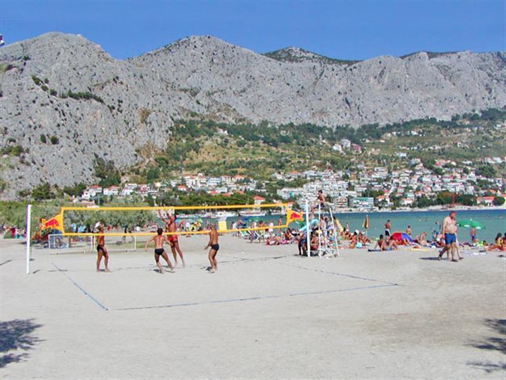 Velika-plaza-Omis-Dalmatia-Croatia
