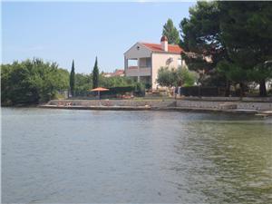 Apartament Fotinia Sukosan (Zadar), Powierzchnia 50,00 m2, Odległość do morze mierzona drogą powietrzną wynosi 5 m, Odległość od centrum miasta, przez powietrze jest mierzona 400 m