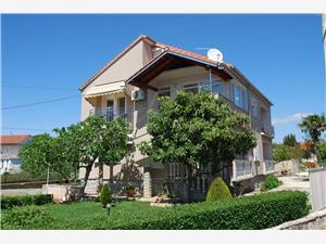 Apartmani Marko Sukošan (Zadar), Kvadratura 80,00 m2, Zračna udaljenost od mora 250 m, Zračna udaljenost od centra mjesta 30 m