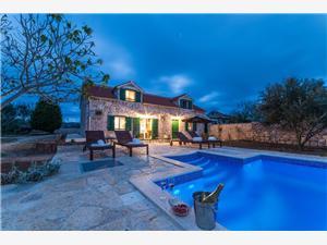 вилла Lipa Privlaka (Zadar), Каменные дома, квадратура 100,00 m2, размещение с бассейном