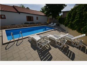 Appartementen Radović Biljana Vir - eiland Vir, Kwadratuur 50,00 m2, Accommodatie met zwembad