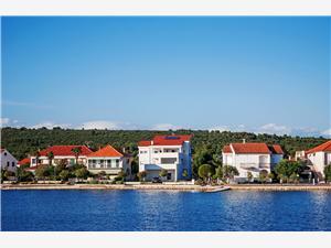 Ferienwohnungen WR Sukosan (Zadar), Größe 70,00 m2, Luftlinie bis zum Meer 10 m, Entfernung vom Ortszentrum (Luftlinie) 500 m