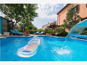 Apartman Ecio Vinkuran, Kvadratura 35,00 m2, Smještaj s bazenom, Zračna udaljenost od centra mjesta 300 m