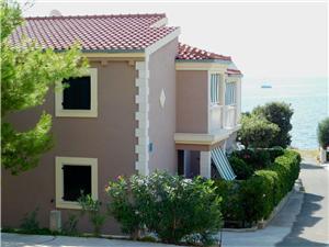 Apartmány Mirjana , Prostor 45,00 m2, Vzdušní vzdálenost od moře 40 m