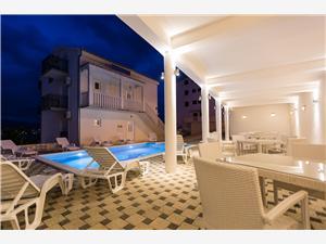 Apartmani Nikola Okrug Donji (Čiovo), Kvadratura 45,00 m2, Smještaj s bazenom, Zračna udaljenost od mora 100 m
