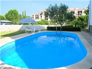 Appartementen Hržina Krk - eiland Krk, Kwadratuur 45,00 m2, Accommodatie met zwembad, Lucht afstand naar het centrum 800 m