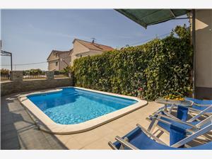 Huis Igor Podstrana, Kwadratuur 100,00 m2, Accommodatie met zwembad
