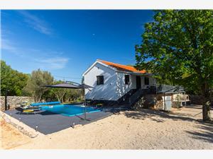 Namestitev z bazenom Kvarnerski otoci,Rezerviraj SUMMER Od 246 €