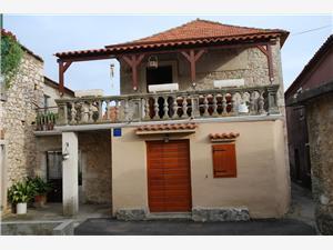 Kuća za odmor Moskva Sukošan (Zadar), Kvadratura 45,00 m2, Zračna udaljenost od centra mjesta 10 m