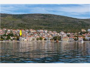 Apartamenty MARINO Selce (Crikvenica), Powierzchnia 50,00 m2, Odległość do morze mierzona drogą powietrzną wynosi 50 m, Odległość od centrum miasta, przez powietrze jest mierzona 1 m