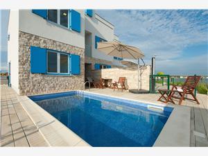 вилла Melon Privlaka (Zadar), квадратура 135,64 m2, размещение с бассейном, Воздуха удалённость от моря 10 m