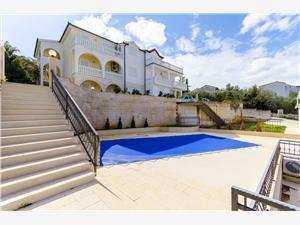 Apartmány Krusica Dalmácie, Prostor 40,00 m2, Soukromé ubytování s bazénem, Vzdušní vzdálenost od moře 30 m