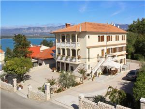 Apartmani Ivanka Soline - otok Krk, Kvadratura 42,00 m2, Zračna udaljenost od mora 250 m, Zračna udaljenost od centra mjesta 100 m