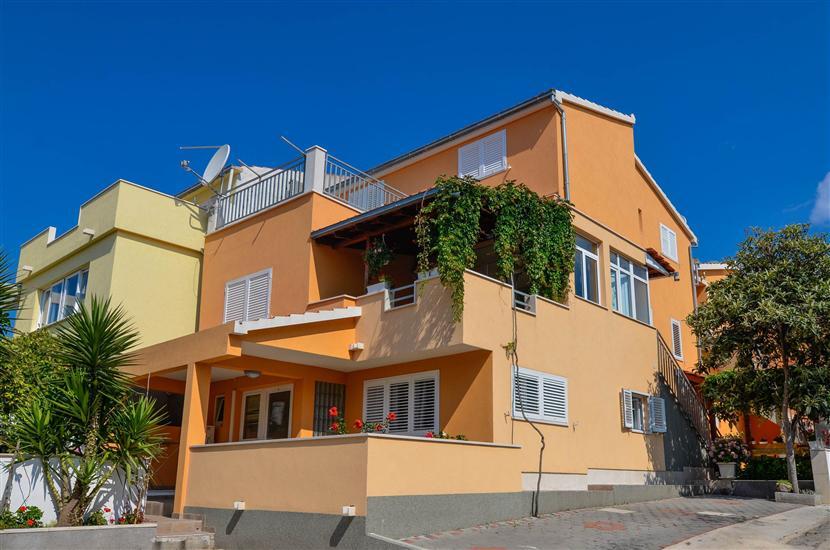Lägenheter Karla