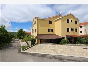 Apartmaj Bensak Klimno - otok Krk, Kvadratura 48,00 m2, Oddaljenost od centra 350 m