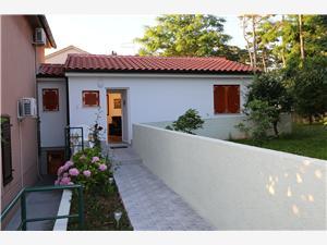 Apartman Tomislav Šilo - otok Krk, Kvadratura 40,00 m2, Zračna udaljenost od mora 30 m, Zračna udaljenost od centra mjesta 400 m
