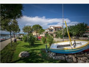 Appartement Authentic Kimonka Klimno - eiland Krk, Kwadratuur 56,00 m2, Lucht afstand tot de zee 100 m, Lucht afstand naar het centrum 100 m