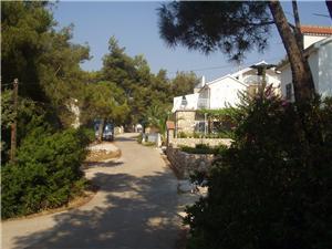 Apartmanok Dutković Vrboska - Hvar sziget, Méret 20,00 m2, Légvonalbeli távolság 100 m, Központtól való távolság 900 m
