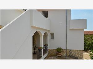 Apartmanok Tina Novi Vinodolski (Crikvenica), Méret 90,00 m2, Központtól való távolság 200 m