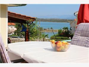 Apartman SKOJIC Klimno - otok Krk, Kvadratura 59,00 m2, Zračna udaljenost od mora 30 m, Zračna udaljenost od centra mjesta 400 m