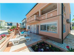 Apartmani Hudić , Kvadratura 52,00 m2, Zračna udaljenost od mora 50 m