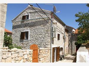 Dom Ania Prvic Luka - wyspa Prvic, Powierzchnia 90,00 m2, Odległość do morze mierzona drogą powietrzną wynosi 100 m, Odległość od centrum miasta, przez powietrze jest mierzona 200 m