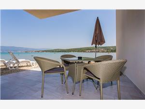 Апартамент Sabbia Čižići - ostrov Krk, квадратура 75,00 m2, размещение с бассейном, Воздух расстояние до центра города 100 m