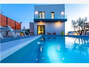 Villa Olea Sukosan (Zadar), Superficie 190,00 m2, Hébergement avec piscine, Distance (vol d'oiseau) jusque la mer 70 m