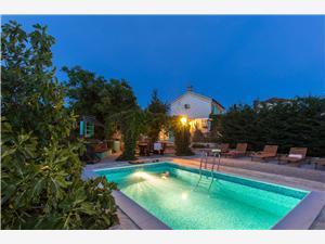 Kuća za odmor Stara maslina Dobrinj - otok Krk, Kvadratura 140,00 m2, Smještaj s bazenom, Zračna udaljenost od centra mjesta 50 m