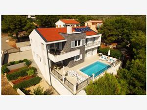 Alloggi con piscina Riviera di Šibenik (Sebenico),Prenoti Nika Da 164 €