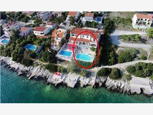 Appartementen Anka Seget Vranjica, Kwadratuur 130,00 m2, Accommodatie met zwembad, Lucht afstand tot de zee 10 m