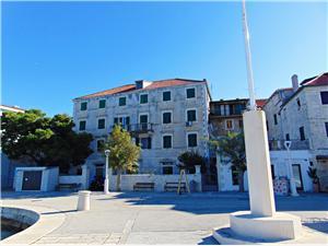 Apartman Ljerka Postira - Brac sziget, Méret 100,00 m2, Légvonalbeli távolság 50 m, Központtól való távolság 20 m