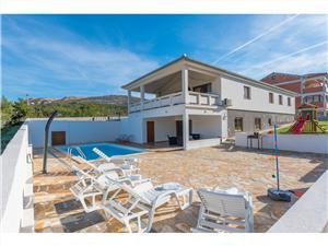 Vila More-with pool and garden Rovanjska, Kvadratura 140,00 m2, Smještaj s bazenom, Zračna udaljenost od mora 200 m