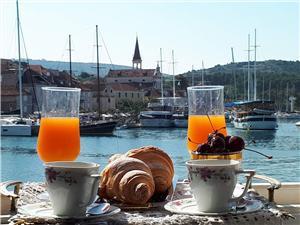 Stenen huize Split en Trogir Riviera,Reserveren Vanja Vanaf 80 €
