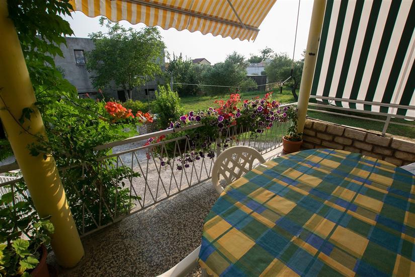 Apartmaji Nada-on quiet location in center of Starigrad