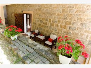 Vakantie huizen Dan Podstrana,Reserveren Vakantie huizen Dan Vanaf 246 €