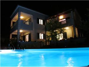 Vila Moj Mir Supetar - otok Brač, Kvadratura 200,00 m2, Smještaj s bazenom, Zračna udaljenost od centra mjesta 450 m