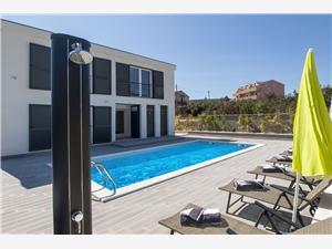 Villa Agana Kroatië, Kwadratuur 300,00 m2, Accommodatie met zwembad, Lucht afstand tot de zee 200 m