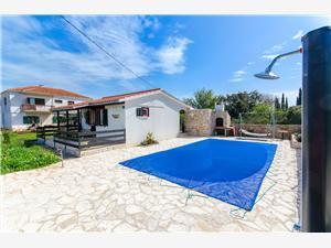 Kuća za odmor Ara Grohote, Kvadratura 50,00 m2, Smještaj s bazenom, Zračna udaljenost od centra mjesta 100 m