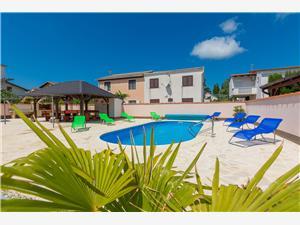 Apartmanok Kralj Sabunike (Privlaka), Méret 50,00 m2, Szállás medencével, Központtól való távolság 200 m